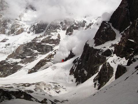 Сход лавины с Нанга Парбат