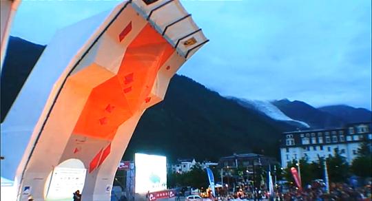 Стенд в Шамони для проведения этапа Кубка Мира по скалолазанию