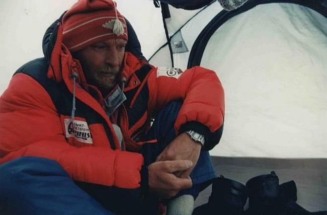 В.Балыбердин. 8000м - в палатке лагеря 5