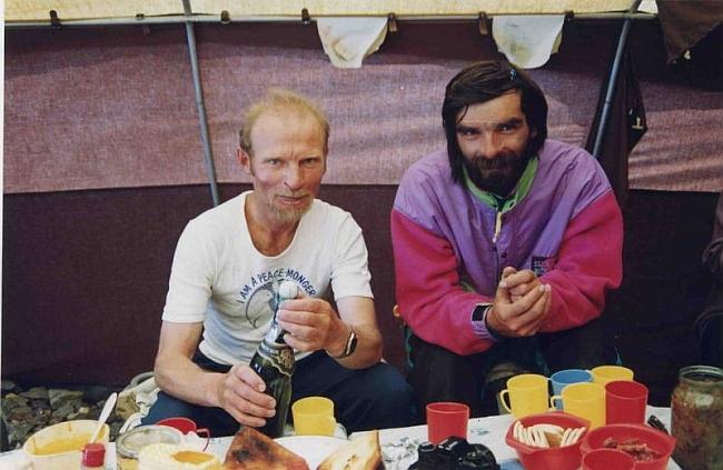 Владимир Балыбердин и Геннадий Копейка после вершины К-2
