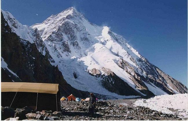 Базовый лагерь (5200м). вид на К-2 с ледника