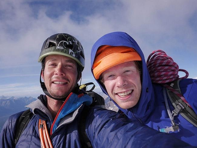 Joshua Lavigne и Jason Kruk на вершине Mt. Alberta