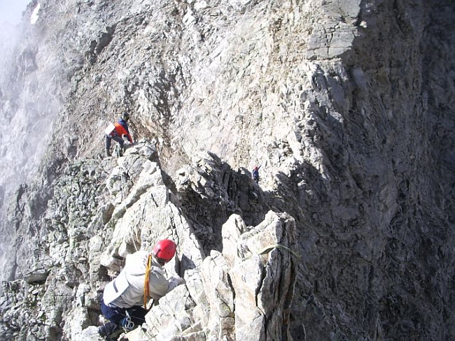 Как страховаться альпинисту?!