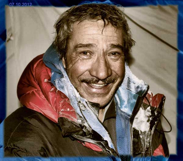 Ильяс Тухватуллин. Фото Владимира КУпцова, Зимняя экспедиция на К2 (2011-2012)