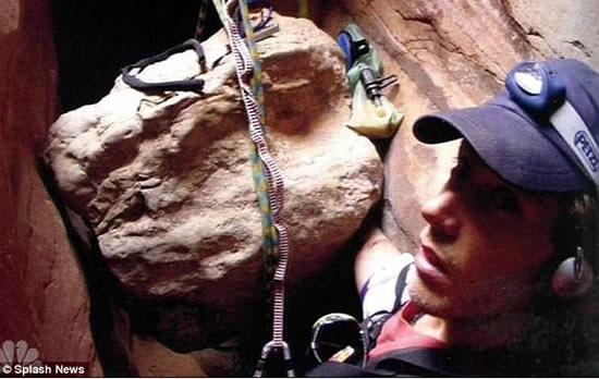 Арон Ралстон (Aron Ralston)  - кадр из фильма 127 часов