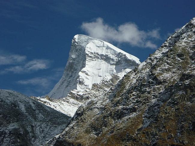 пик Shiva (6.142м) в Индийских Гималаях. Вид на Западный склон