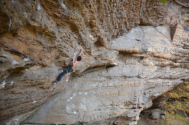 "Адам Ондра (Adam Ondra) на маршруте ""Southern Smoke Direct"" 9а+ в Red River Gorge"