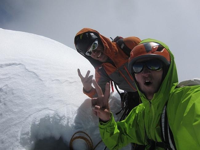 Хайден Кеннеди и Кайл Демпстер (Hayden Kennedy и Kyle Dempster) на вершине Ogre (Baintha Brakk)