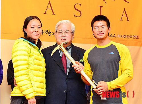 Золотой Ледоруб Азии 2012 года (Piolets D'Or Asia 2012). Китайская команда: Lee Shuang и Zhou Peng