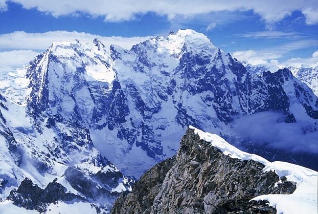 Дыхтау (Dych Tau,  5 204 м)