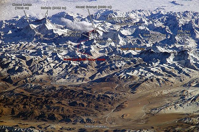 Горный массив Гималаев у Эвереста