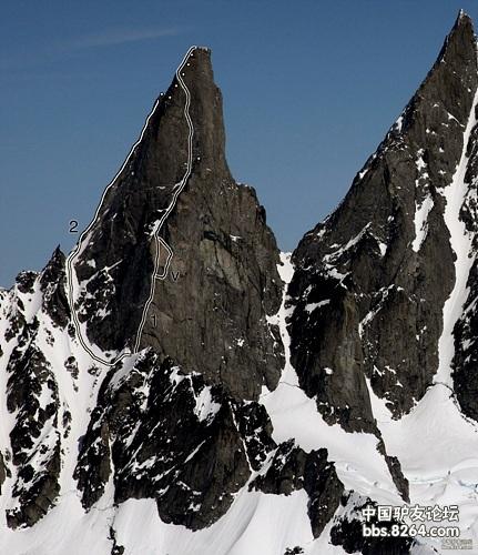Burkett Needle (3049 м, Аляска). Маршрут Sebastien Foissac и Lionel Daudet под номером 1