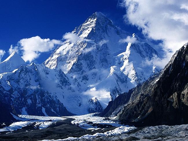K2 (Чогори, Chogo Ri, 8614 м) - вторая по высоте горная вершина после Джомолунгмы в мире