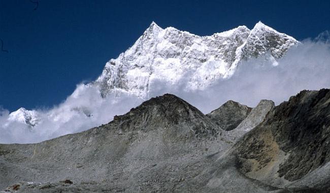 Гангкхар Пуенсум (Gangkhar Puensum, 7570 м)