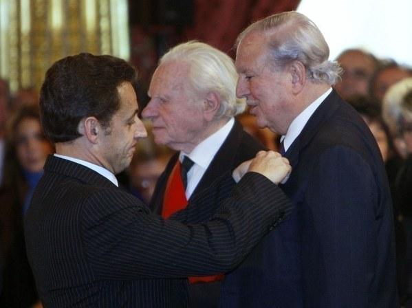 2011. Президент Шаркози вручает орден Почетного легиона