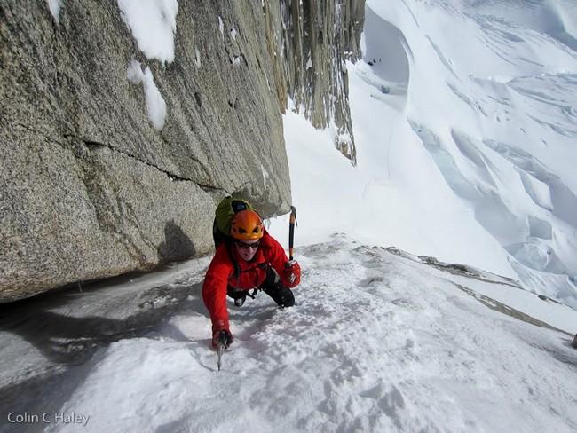 """Джон Волш (Jon Walsh) на первой веревке маршрута """"Tobogan"""" (Cerro Standhardt Патагония)"""