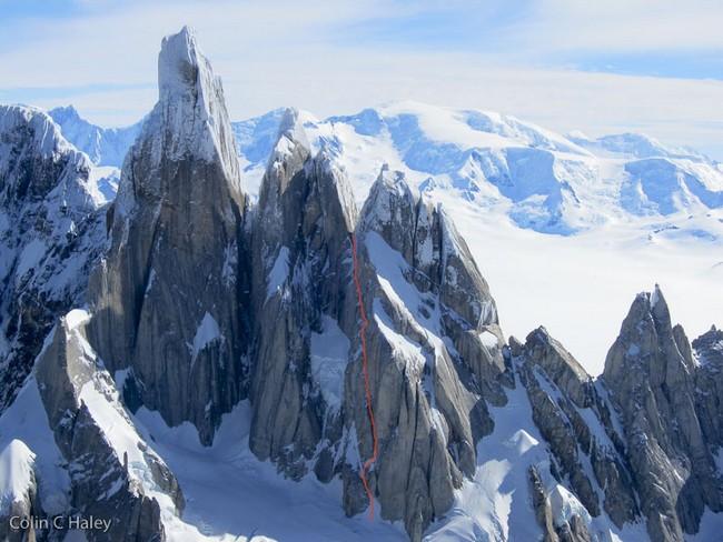 """маршрут """"Tobogan"""" A1 AI4 6а 70˚ M6, 600м.  (Cerro Standhardt Патагония)"""