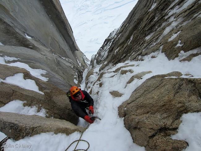 """За несколько веревок до конца маршрута """"Tobogan"""" (Cerro Standhardt Патагония)"""
