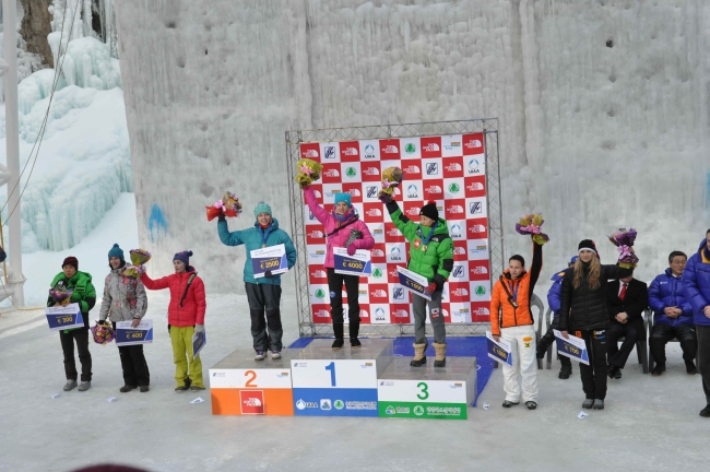 Женский подиум на Чемпионате Мира по ледолазанию 2013